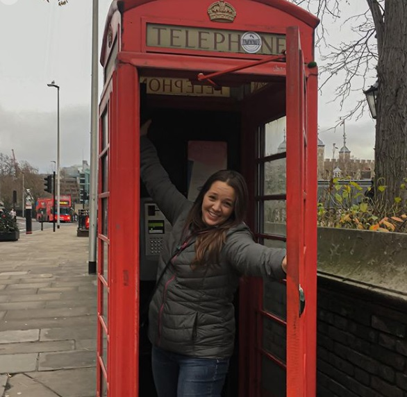 90 Day Fiance - Rachel Bear Walters - UK phone booth